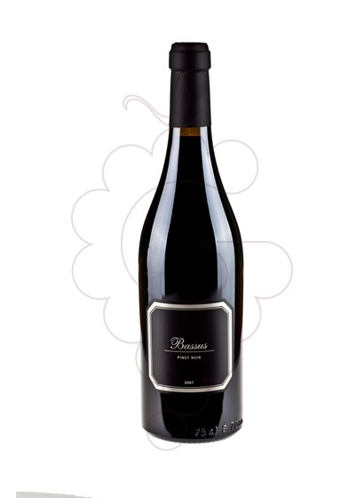 Photo Bassus Pinot Noir red wine