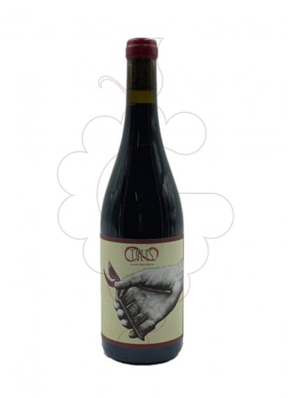 Photo Tuets Syrah red wine